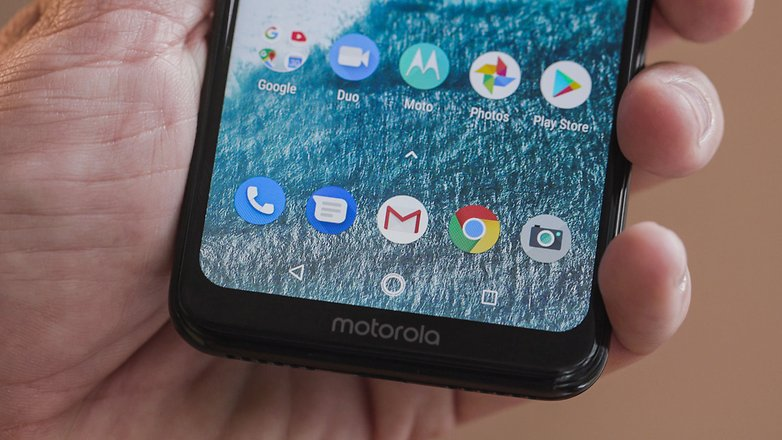 AndroidPIT motorola one chin