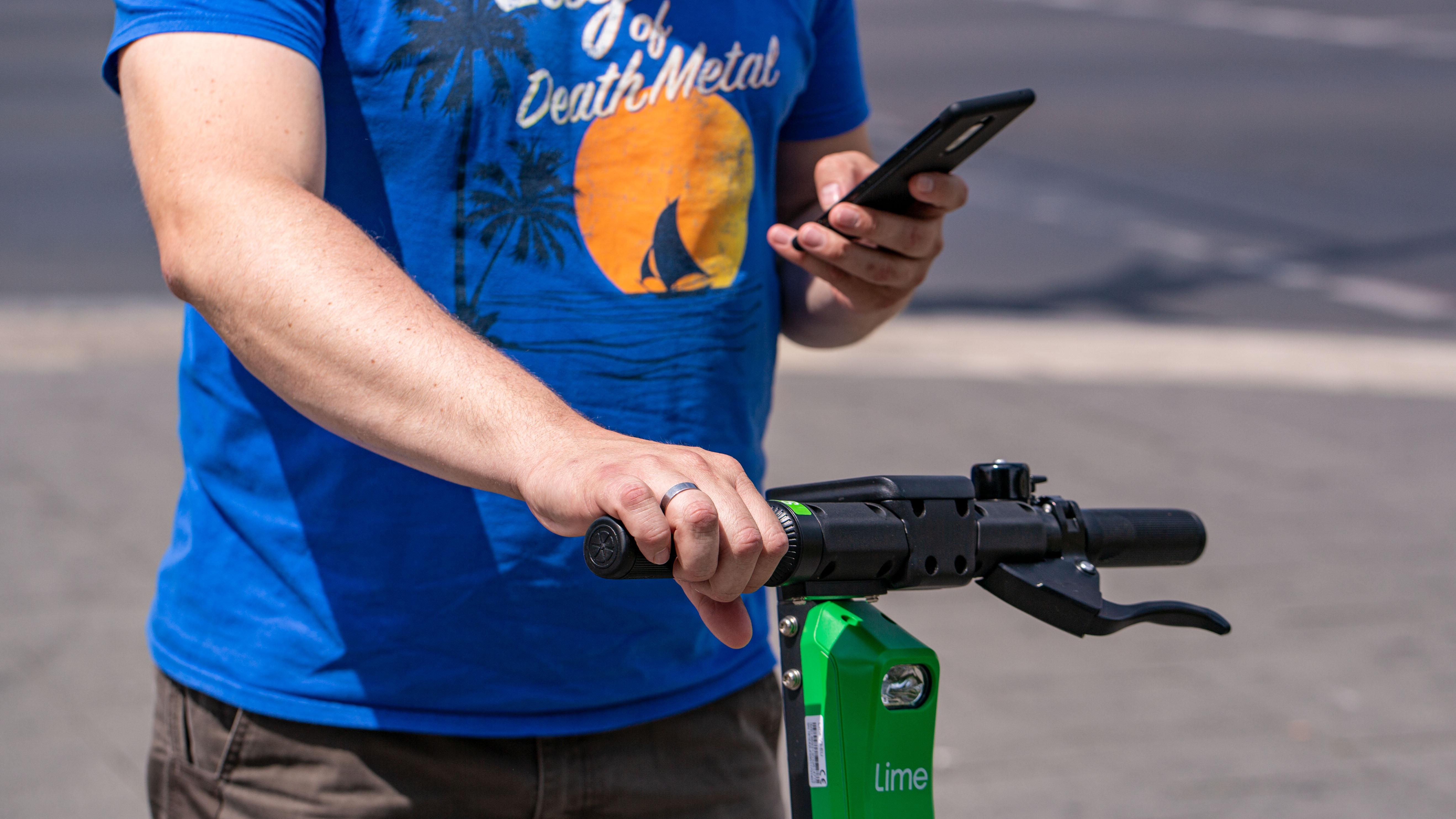 Neuer E-Scooter von Segway fährt selbständig zur Dockingstation