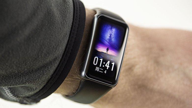 NextPit huawei band 6 wrist