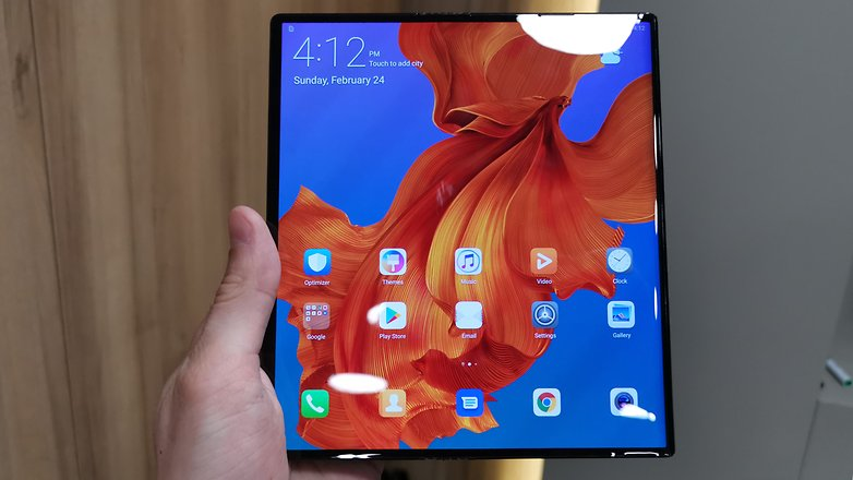 AndroidPIT huawei mate x front
