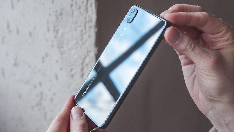 AndroidPIT huawei p20 back reflective 2cbu