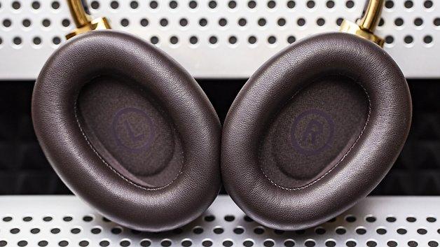 Les coussinets de l'arceau et des oreillettes du Montblanc MB01 sont en cuir véritable