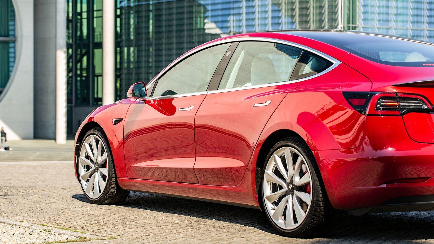 Model 3: Tesla will die Sicherheit demonstrieren