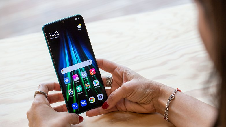 AndroidPIT xiaomi redmi note 8 pro green hands