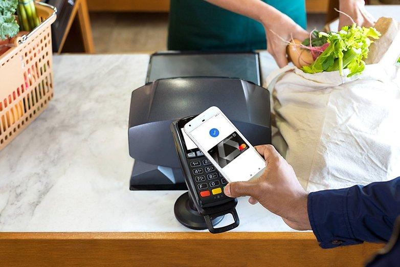 Mobiles Bezahlen mit dem Smartphone spaltet die Geister