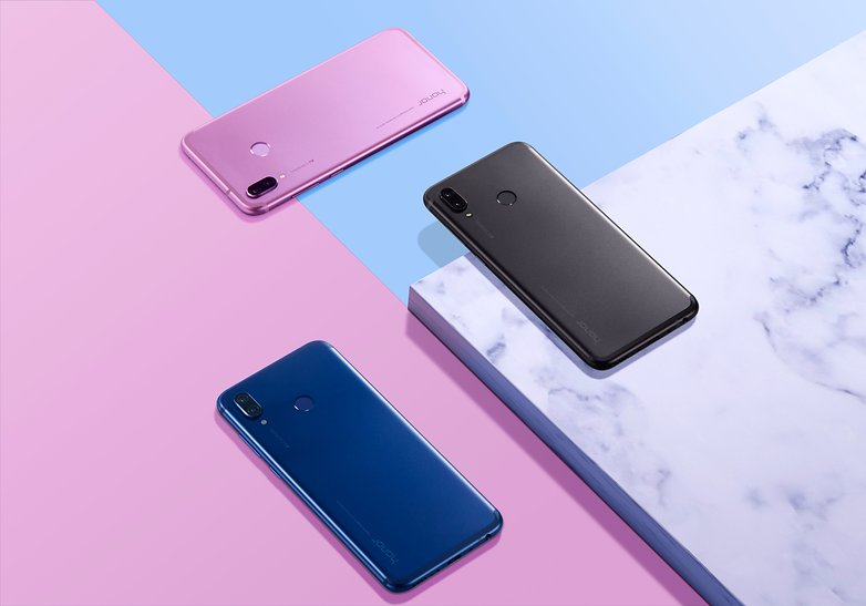 Honor Play Product Lifestyle Photo ALL