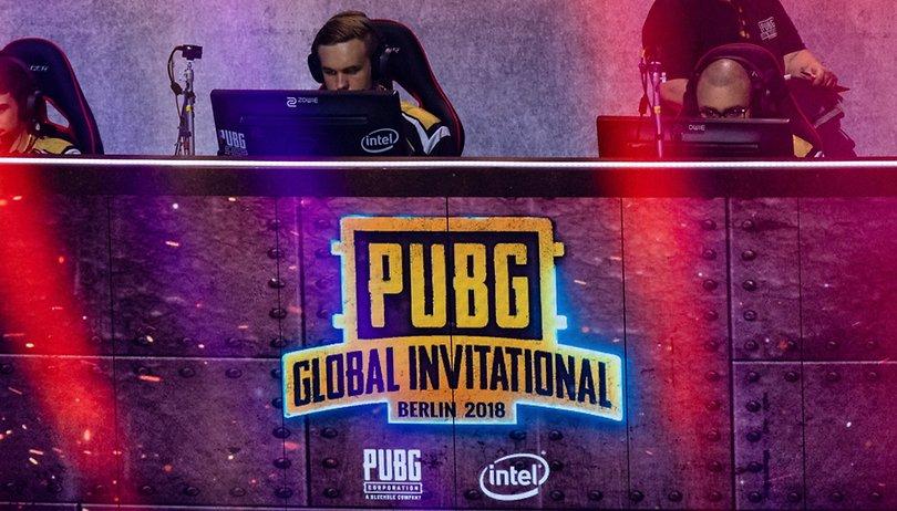 Unterwegs auf dem PUBG-Turnier in Berlin: Spieler, die auf Profi-Zocker starren