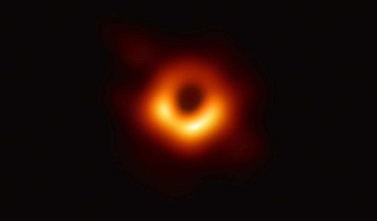 Das ist die Frau hinter dem ersten Foto eines schwarzen Lochs