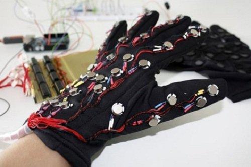 guante ciegos lorm braille smartphones