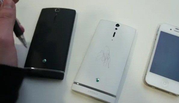 Sony Xperia s a prueba de bolis