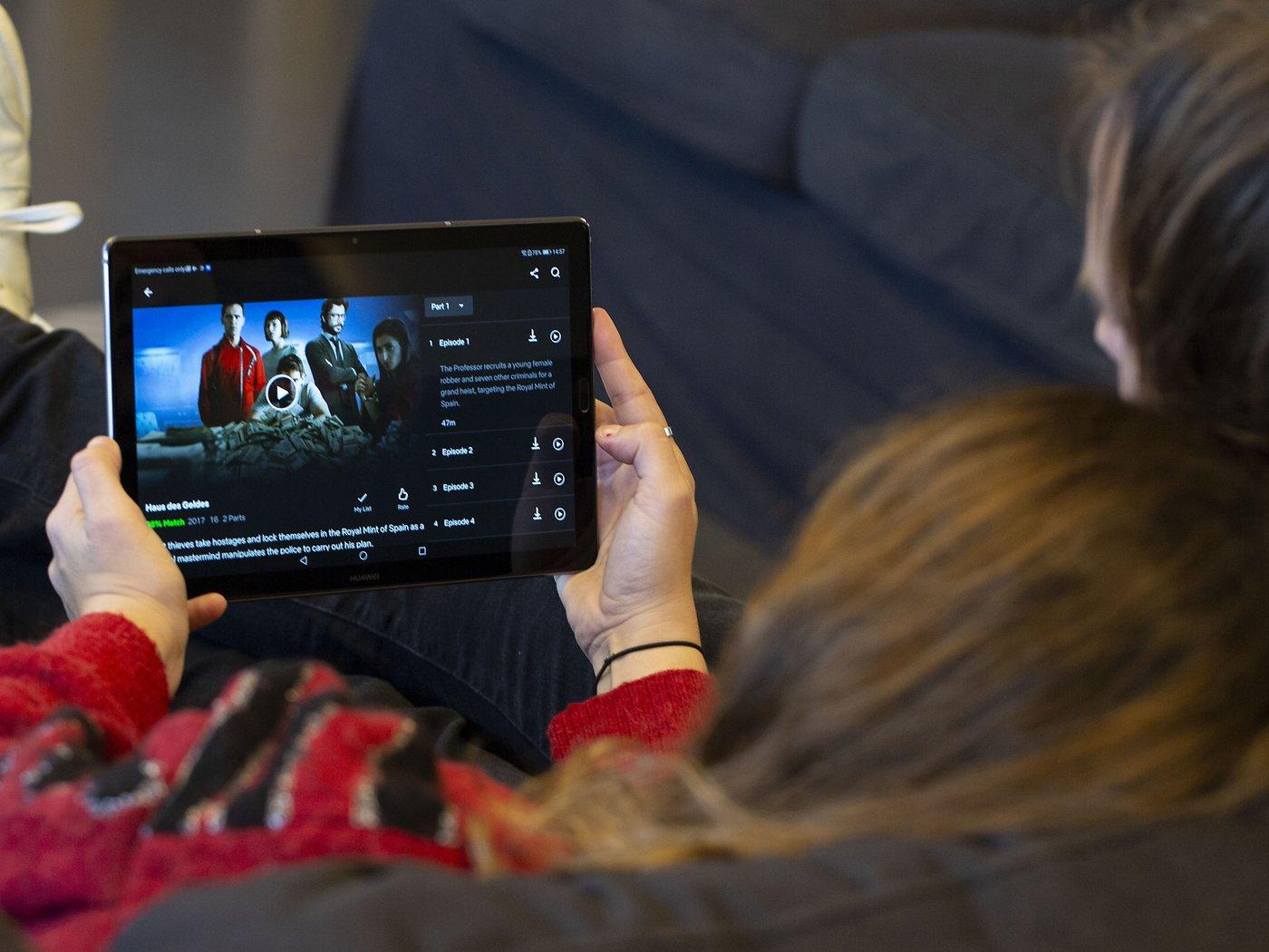 Disney+, Netflix & YouTube zusammen schauen So geht's   NextPit
