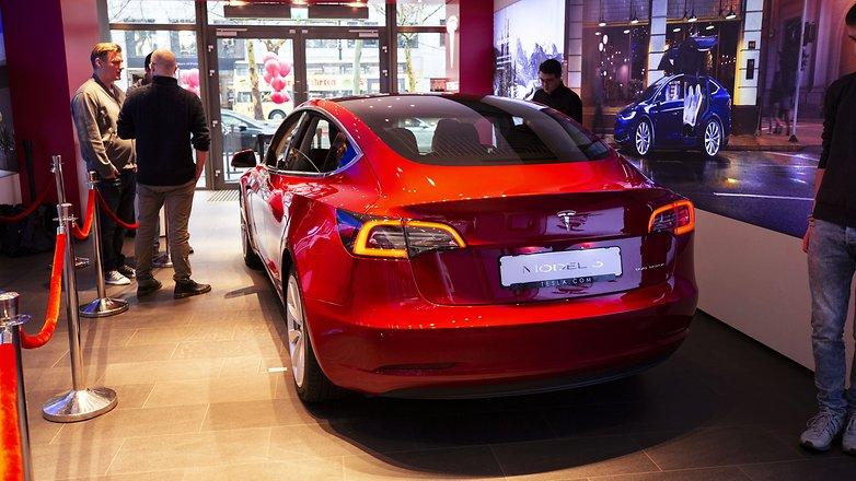 Tesla 3 car 05