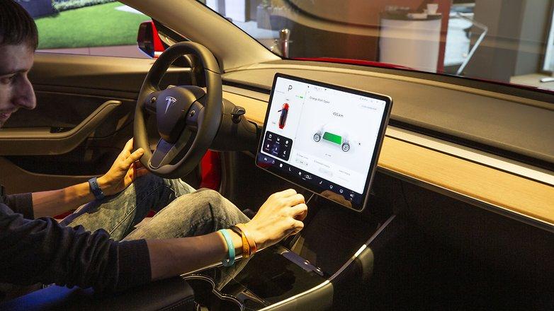 Tesla 3 car 07