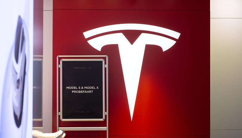 Tesla vehicles can change lanes without asking permission
