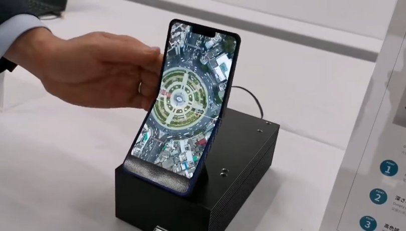 A Sharp apresentou um smartphone que...não é smartphone (e muito menos dobrável)
