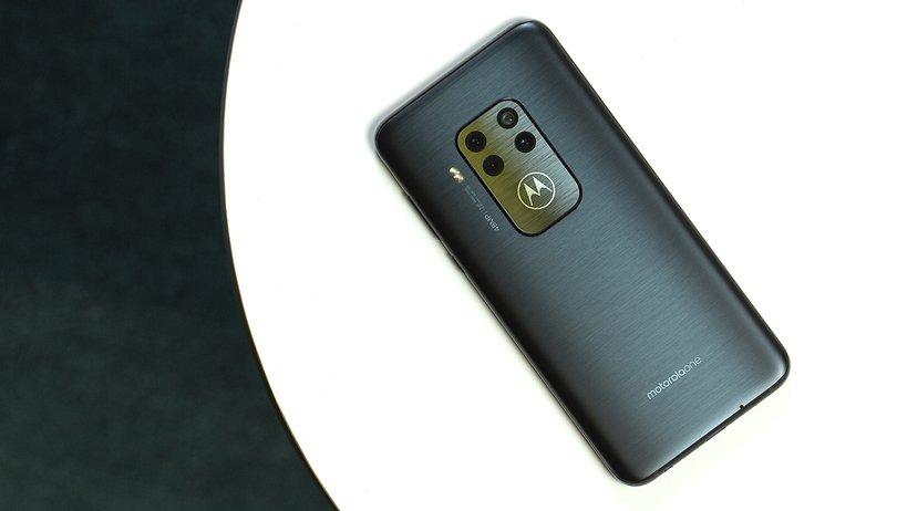 Test du Motorola One Zoom : un bon smartphone avec un seul problème !