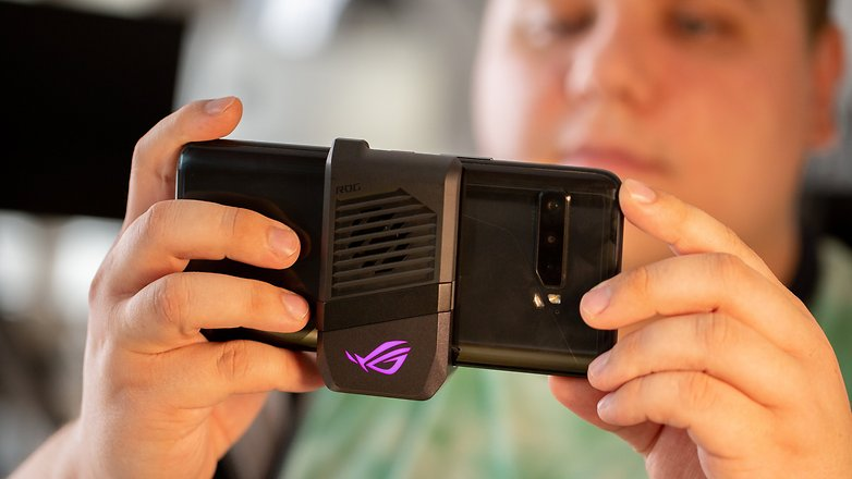 NextPit ASUS RoG Phone 3 fan ventilator