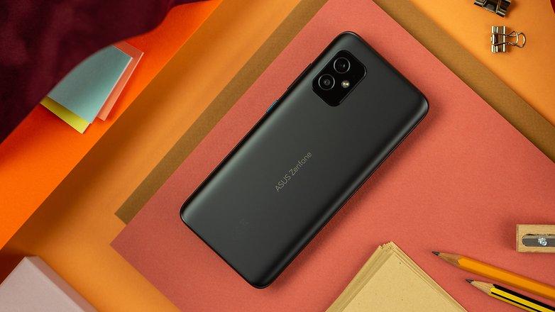NextPit Asus Zenfone 8 back