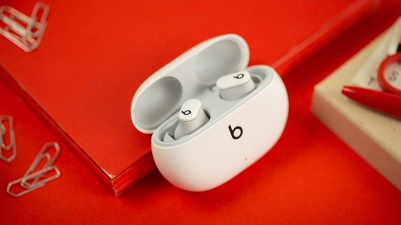 NextPit Beats Studio Buds case open