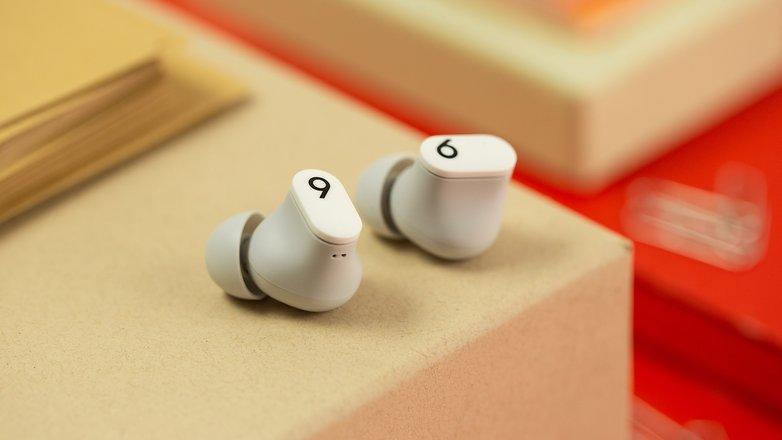 NextPit Beats Studio Buds headphones