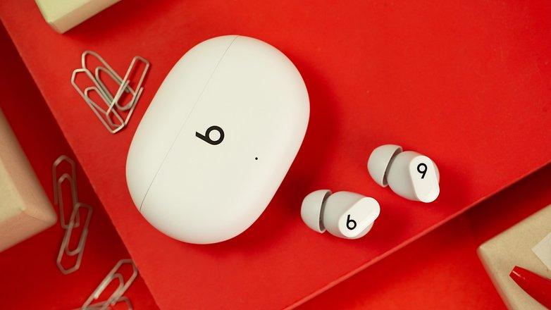 NextPit Beats Studio Buds headphones case