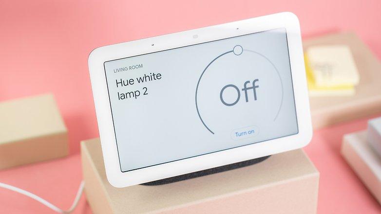 NextPit Google Nest Hub lights control