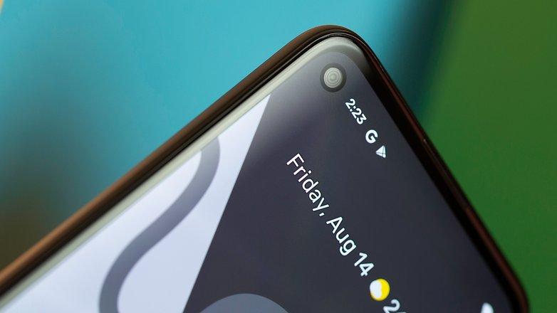 NextPit Google Pixel 4a front camera