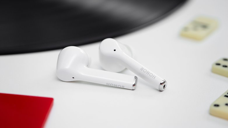 AndroidPIT Honor TWS headphones side