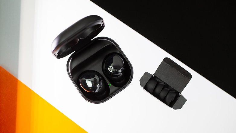 NextPit Samsung Galaxy Buds Pro case headphones