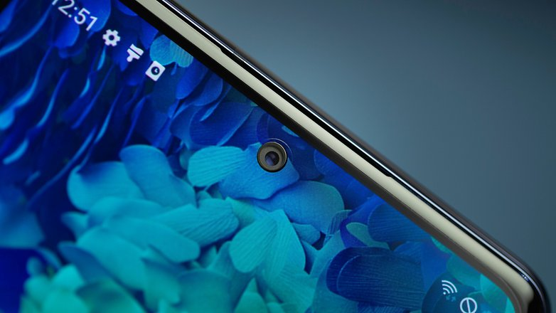 NextPit Samsung S20 FE 5G front camera