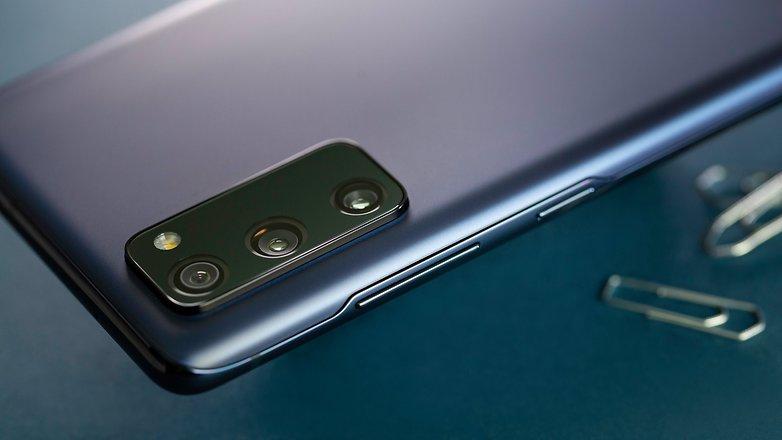 NextPit Samsung S20 FE 5G side