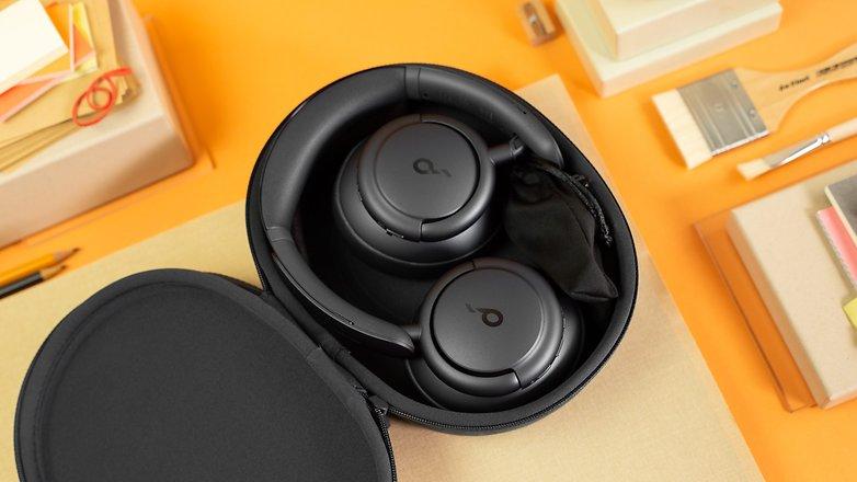 NextPit Soundcore Life Q35 case open
