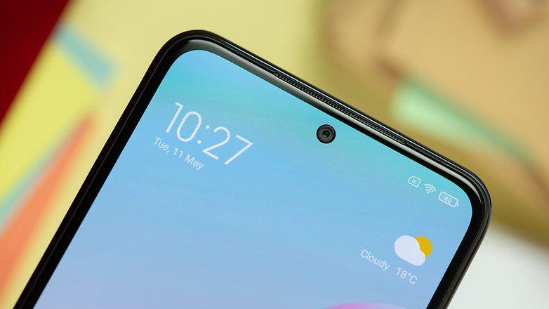 NextPit Xiaomi Redmi Note 10 front camera