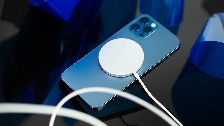NextPit iPhone 12 Pro magsafe magnet