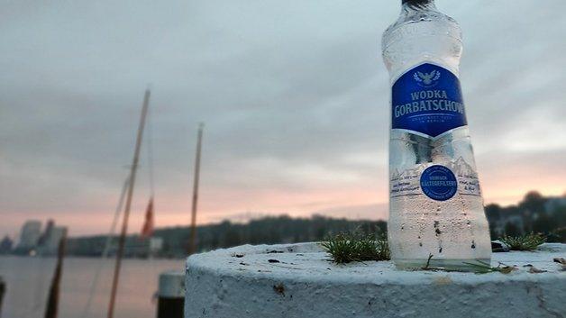 Ein Bild einer Flasche.