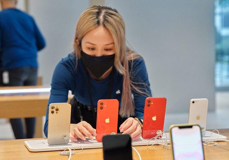 Apple iphone12 iphone12pro ipadair Availability Singapore 04 10222020 big.jpg.large