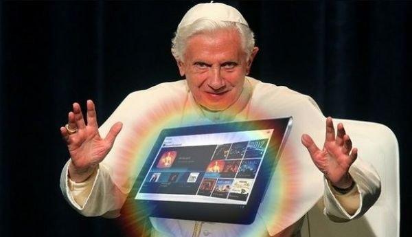 Paps Benedikt mit Sony Tablet